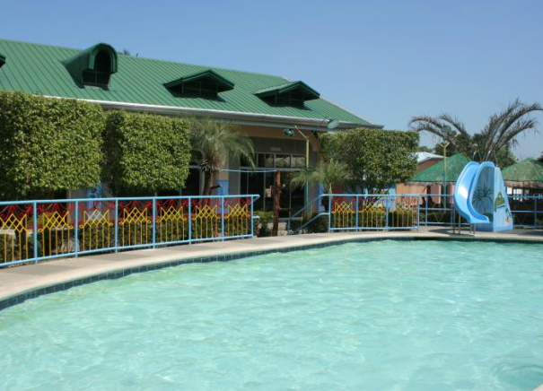 Luntiang Paraiso Swimming Pool